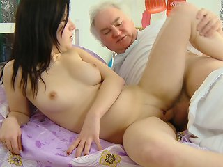 FLASH !!! After giving him a slow and wet blowjob, Alena is on her side, and her older man fucks her doggie style and takes her sweet young pussy in his hands.